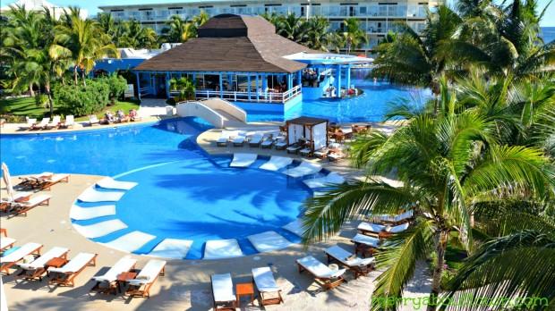 Azul Sensatori Premium Pool and Zavaz Restaurant - MerryAboutTown
