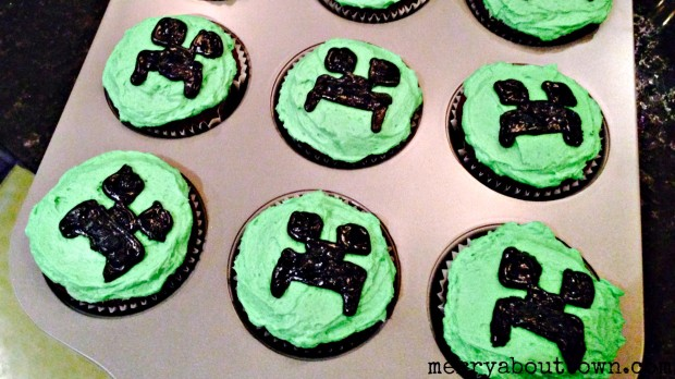 Easy Minecraft Creeper Cupcakes - Merry About Town