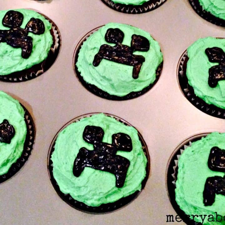 Easy Minecraft Creeper Cupcakes