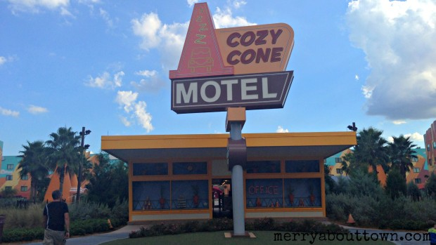 The Cozy Cone Pool - Merry About Town