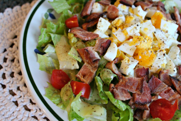 BLT-Romaine-and-Egg-Salad-with-Mustard-Dressing_5780
