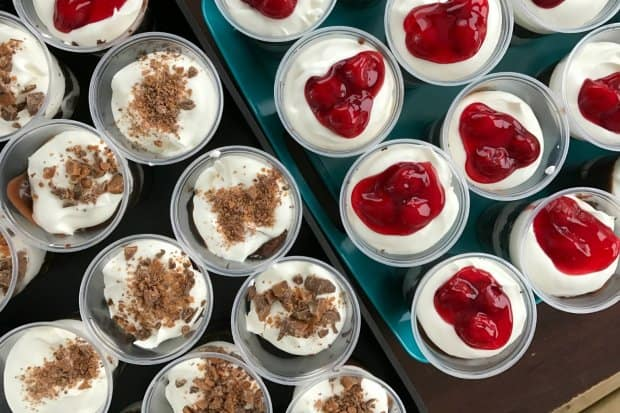 chocolate-trifles-for-a-crowd