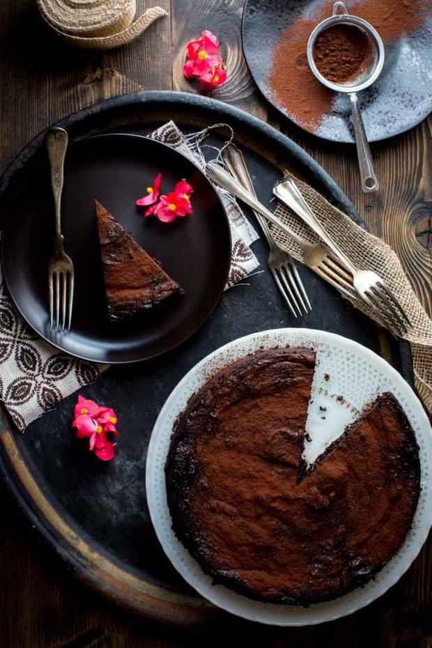 flourless-dark-chocolate-cake-020