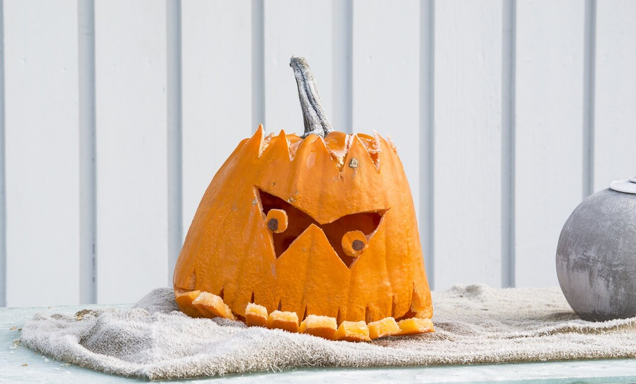 How to Throw a Spooktacular Halloween Party