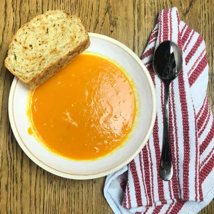 Easy Carrot Soup with only 5 Ingredients