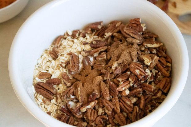 Mix dry ingredients for pumpkin easy granola recipe