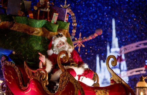 Once upon a christmas parade