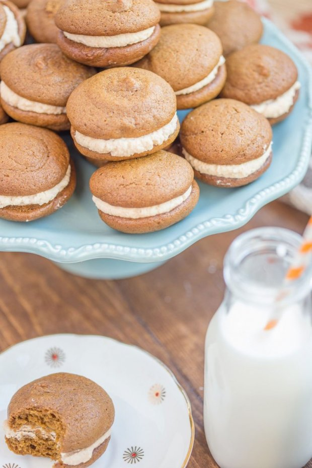 Pumpkin-Whoopie-Pie-Recipe-With-Maple-Spice-Whipped-Cream