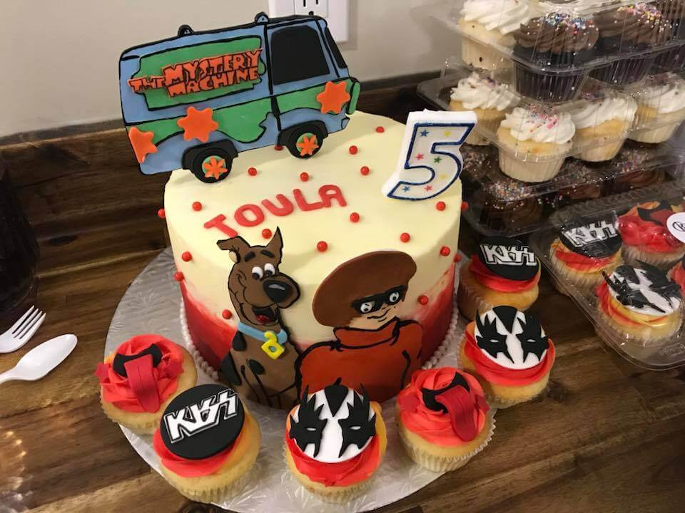 Scooby Doo Cake And Kiss Cupcakes From Betty Bakes In Calgary