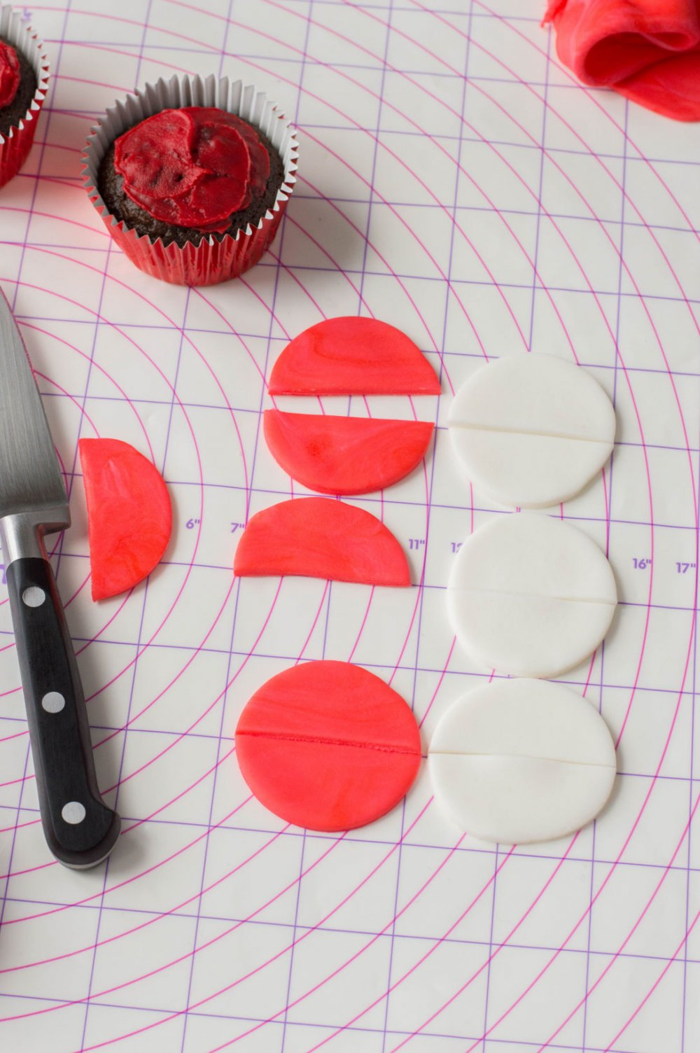 Make 6 red and 6 white fondant circles and cut each in half