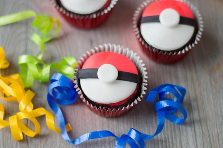 Pokeball Cupcakes for a Pokemon Party!