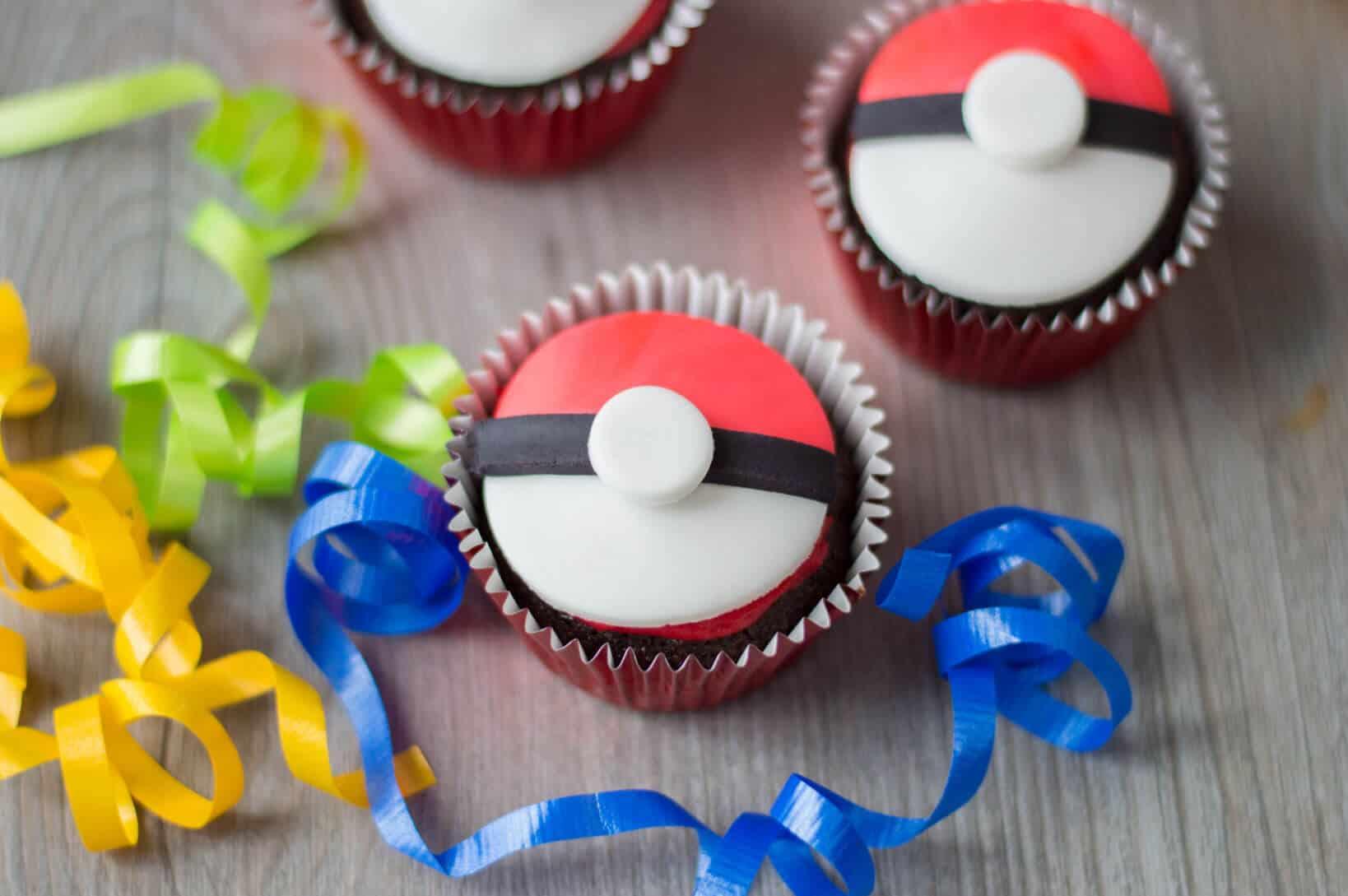Pokemon Cupcakes - Pokeball Cupcakes