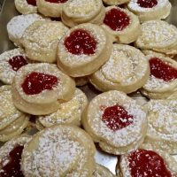 Kolachkes {traditional Czech kolache cookies filled with jam/cheese/nuts}