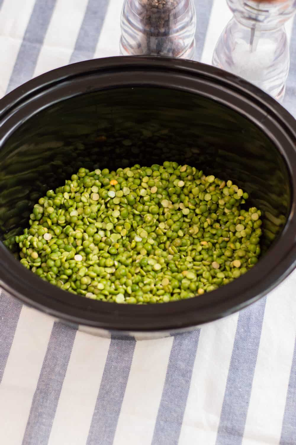 place split peas in slow cooker